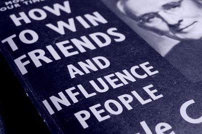 Dale Carnegie : Comment se faire des amis ?